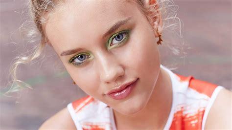 Lipgloss Baby baby moisturizing lip gloss lip makeup maybelline