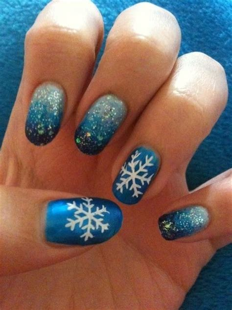 snowflake pattern nails snowflake nail art snowflake nails and snowflakes on