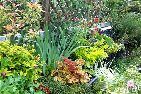 terrazzo in fiore un terrazzo fiorito low cost si pu 242 fare fiori e foglie
