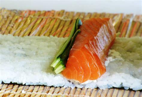 come cucinare il pesce per i bambini come tagliare il pesce per fare sushi vita donna