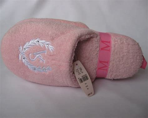 victoria secret house shoes victoria secret pink slippers house shoes m medium nwt women s shoes
