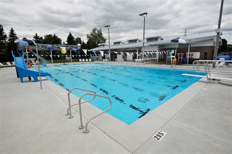 mississauga ca residents swimming pools
