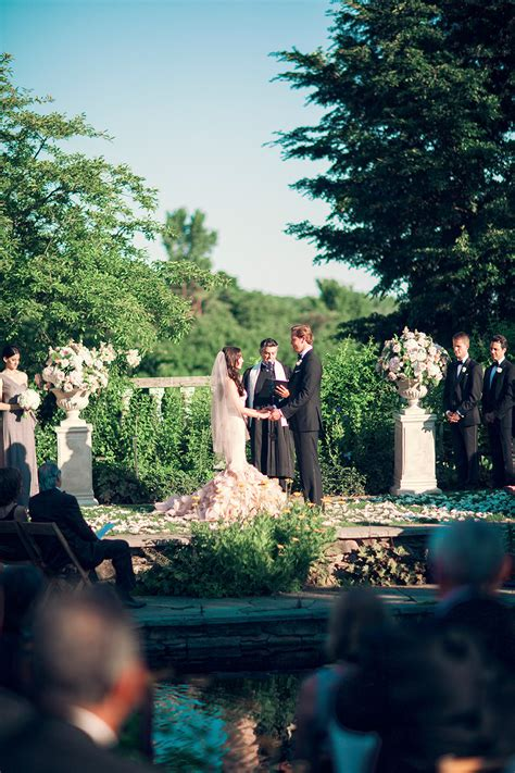 Chicago Botanic Garden Wedding Wears Pink Vera Wang At Chicago Botanic Garden Modwedding