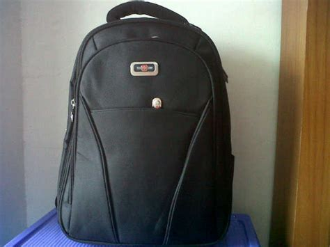 Ransel Polo Homme Emboss versus computer tas ransel polo homme