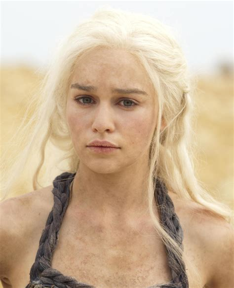 emilia clarke game of thrones daenerys targaryen game of thrones photo 29950522 fanpop