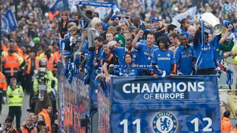 chelsea parade jubilant chelsea parade chions league trophy cnn com