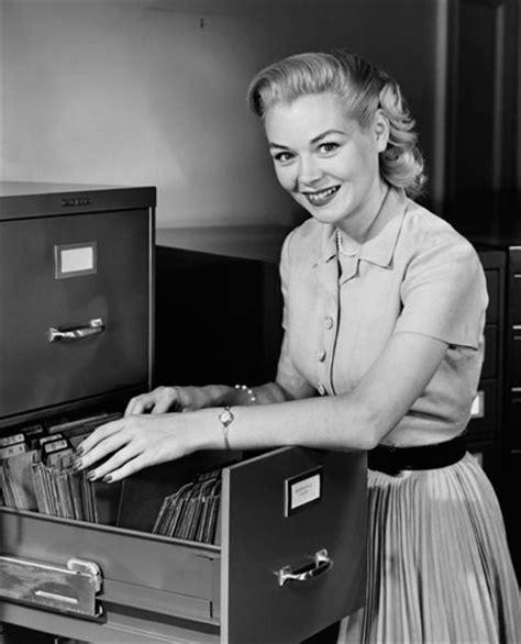 segretaria in ufficio foto segretarie vintage simbolo di un epoca 17 di 26