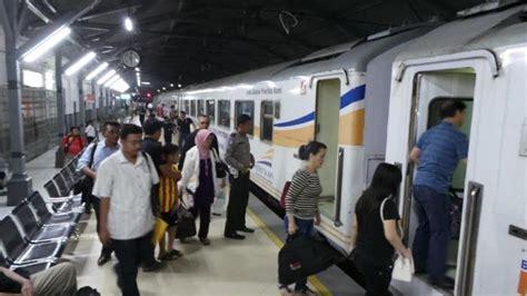 Wanita Hamil Naik Kereta Api Selama Masa Angkutan Lebaran 2017 5 8 Juta Orang Naik