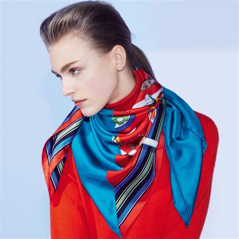 Model Pashmina 2016 herm 232 s teaches you to tie a scarf