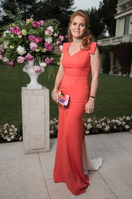 sarah fergusons  evening dresses   years  duchess  york  style