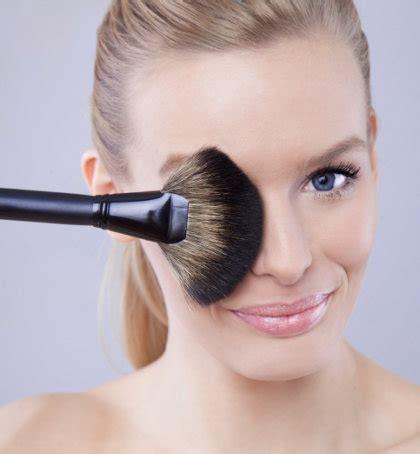 Eyeliner Aulia ini yang bisa terjadi pada kulit jika tak pernah membersihkan alat makeup