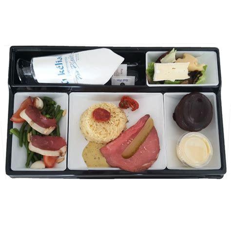 plateau repas canapé plateau repas luxe en plastique noir et blanc plateaux