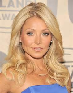 ripa hair style kelly ripa long wavy cut kelly ripa looks stylebistro