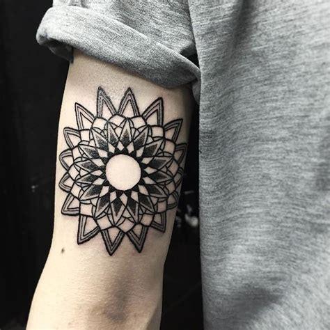 tattoo mandala com penas significado tattoo mandala masculina significado 1000 geometric