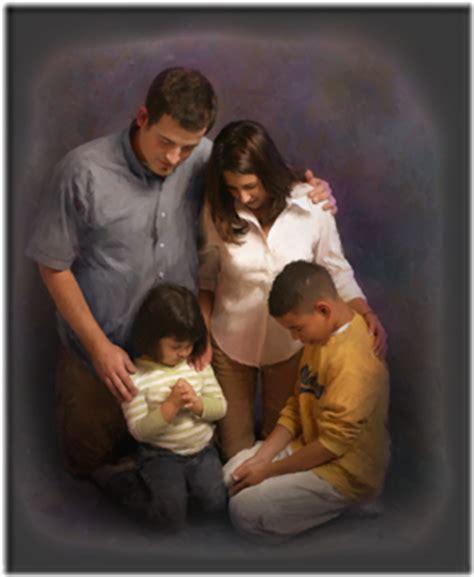 Imagenes De Personas Reunidas Orando | orando juntos related keywords orando juntos long tail