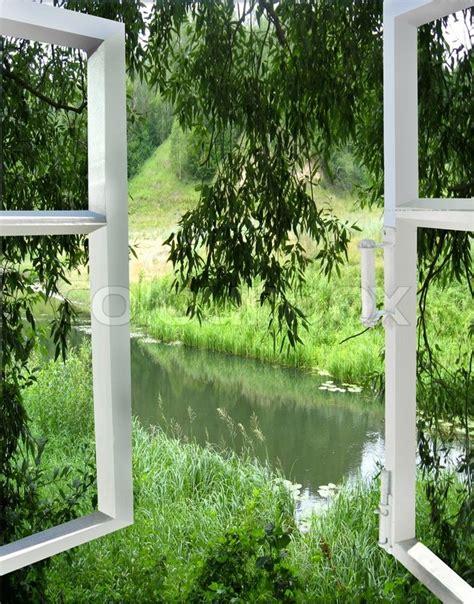 Bild Offenes Fenster Meer by Ein Offenes Fenster Mit Blick Auf Den Fluss Stockfoto