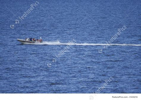speed boat wake speed boat with wake photo