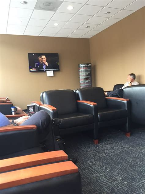 Glendale Chrysler Jeep St Louis service waiting area yelp