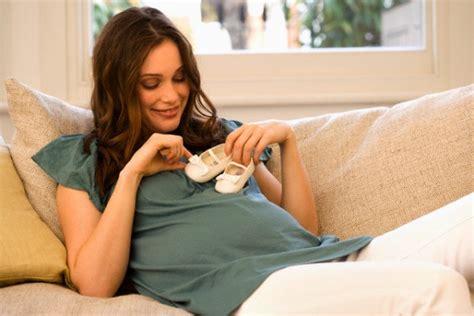 donna gemelli a letto gravidanza sana le 10 cose da fare nei 9 mesi