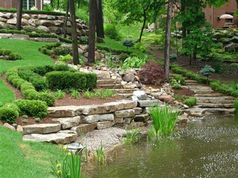 piccolo laghetto in giardino giardino in pendenza idee e soluzioni per la