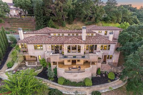 steph curry s east bay mansion drops price for a loss