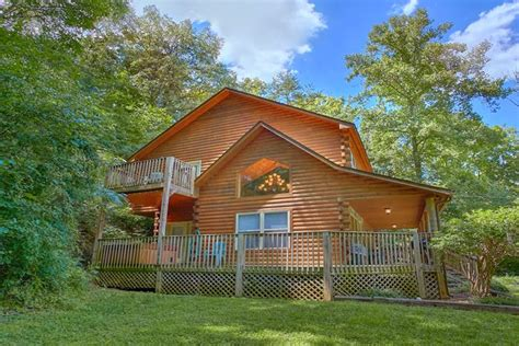 2 bedroom pet friendly cabin to dollywood with pool