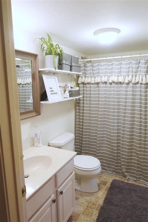 decorate  rental bathroom  bathroom makeover