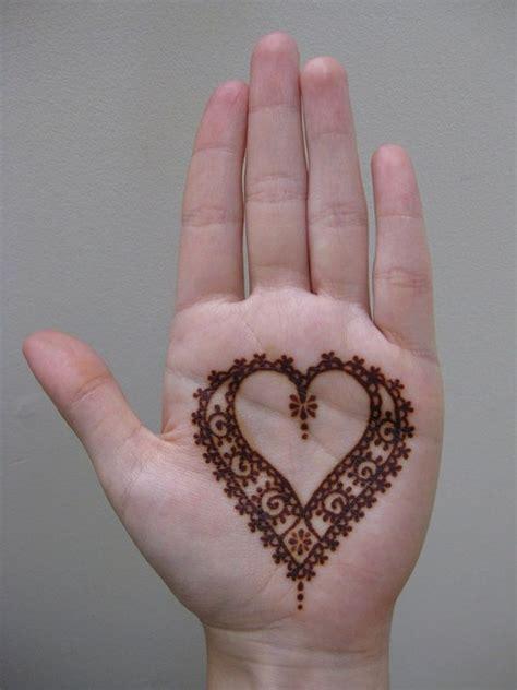 lihai menggambar  desain tato henna