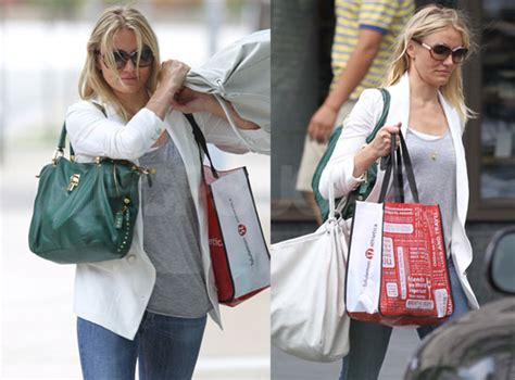 Name That Purse Cameron Diaz by Pictures Of Cameron Diaz Throwing Bag At A