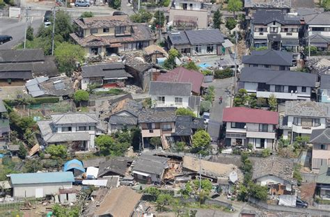 earthquake japan japan earthquake daylight shows extent of damage after 9