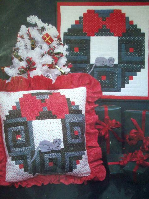 holiday wreath  sleeping mouse log cabin quilt pattern pillow decor ebay