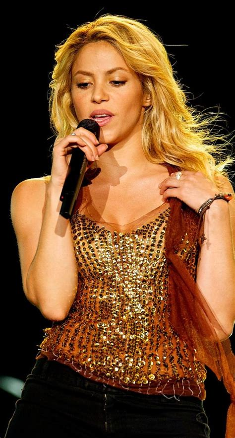 famous hispanic people shakira to be spanish and gold top on pinterest