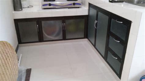 desain lemari dapur bahan aluminium terbaru