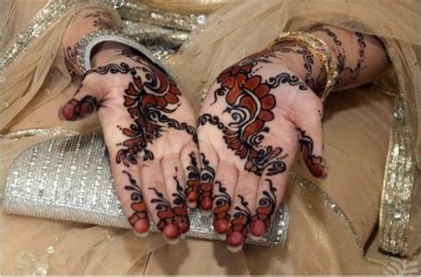 latest mehndi designs with dark outline 2018