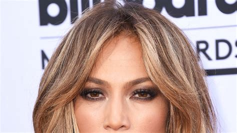 j lo hair color number jennifer lopez cut her hair into a chin length bob