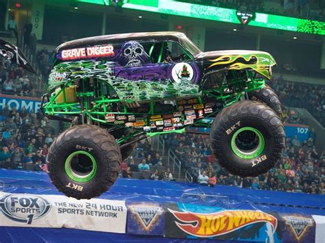 hara arena monster truck show llega a chile monster jam trucks exhibici 243 n de camionetas