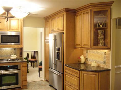 kitchen cabinets pictures free small kitchen light maple glazed kraftmaid kitchen