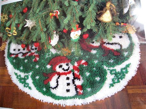 latch hook christmas tree skirt kits tree skirt latch hook kit snowman frosty 33 quot mip ebay