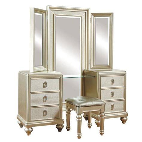 bedroom set with vanity dresser