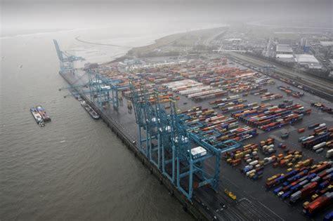 scheepvaartpolitie antwerpen scheepvaartpolitie onderschept twee groepen transmigranten