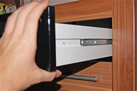 schublade in schrank einbauen schubladen richtig einstellen tipps diybook de