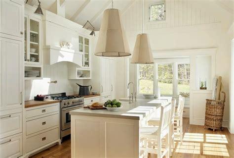 gabinetes moderno de cocina en madera y vidrio