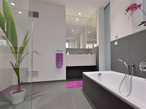 lila und graues badezimmer im badezimmer fliesen als hingucker stonenaturelle