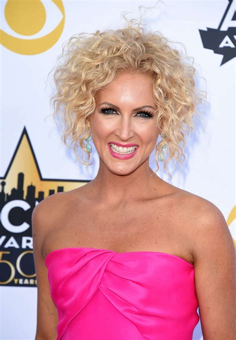 kimberly schlapman kimberly schlapman 2015 academy of country music awards