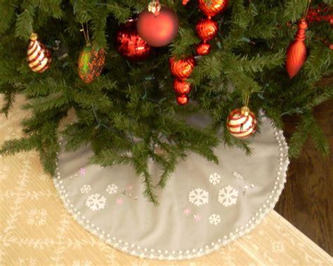 christmas tree skirts no sew christmas tree skirt hgtv