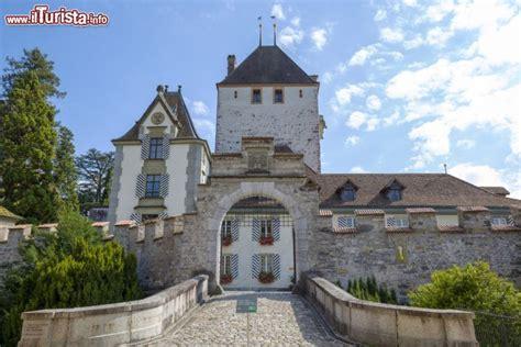 ingresso in svizzera ingresso al di oberhofen am thunersee foto