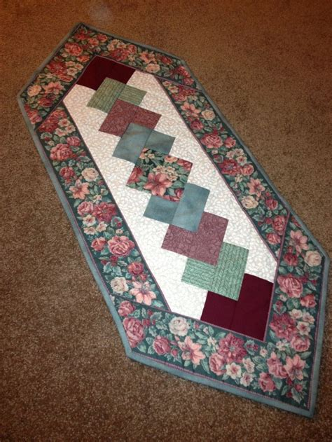 free pattern quilted table runner 1552 best quilted tablerunners toppers images on