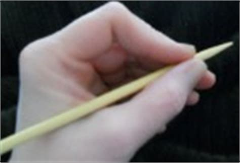 how to hold knitting needles how to hold your knitting needles and yarn