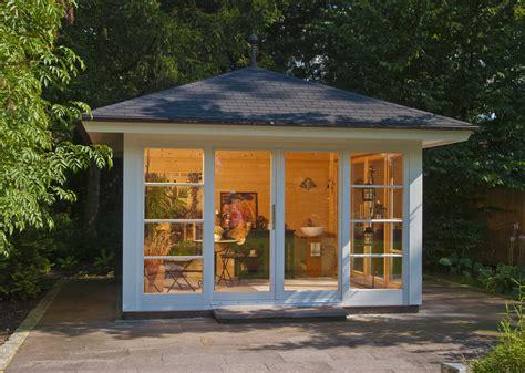 design gartenhäuser ruptos wohnzimmer in braun beige