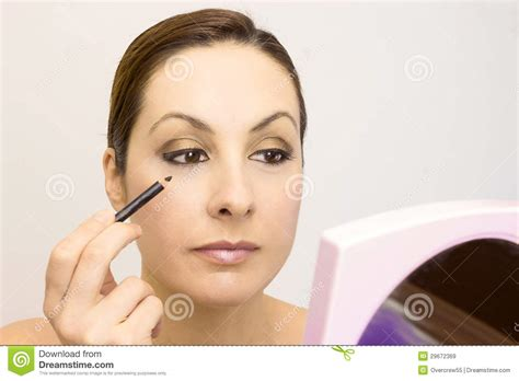 7 Of Applying Mascara The Right Way by The Proper Way To Apply Makeup Stock Image Image 29672369